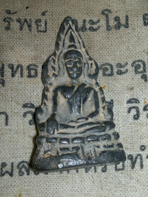 Phra Chinnarat. year 2409 - 146 years.